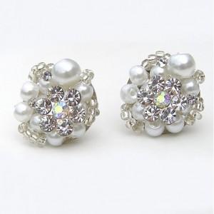 Svadobné náušnice napichovacie Biele perličky